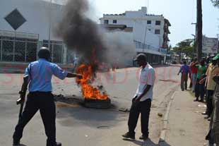 The slain Sheik Aboad Rogo's supporters kill a police officer in Mombasa
