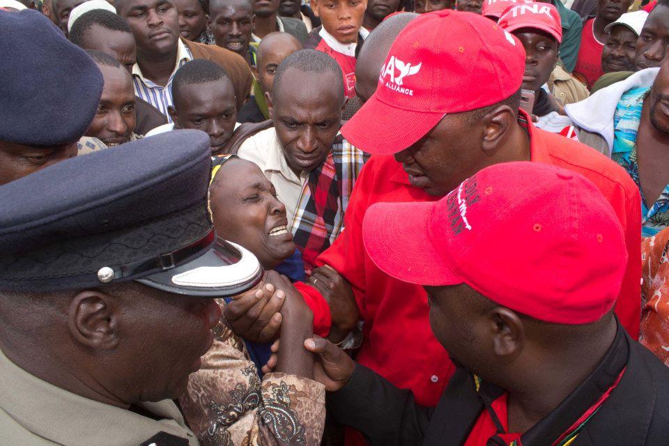 Uhuru Kenyatta Shocked By Cries Of A Landless Woman In Meru