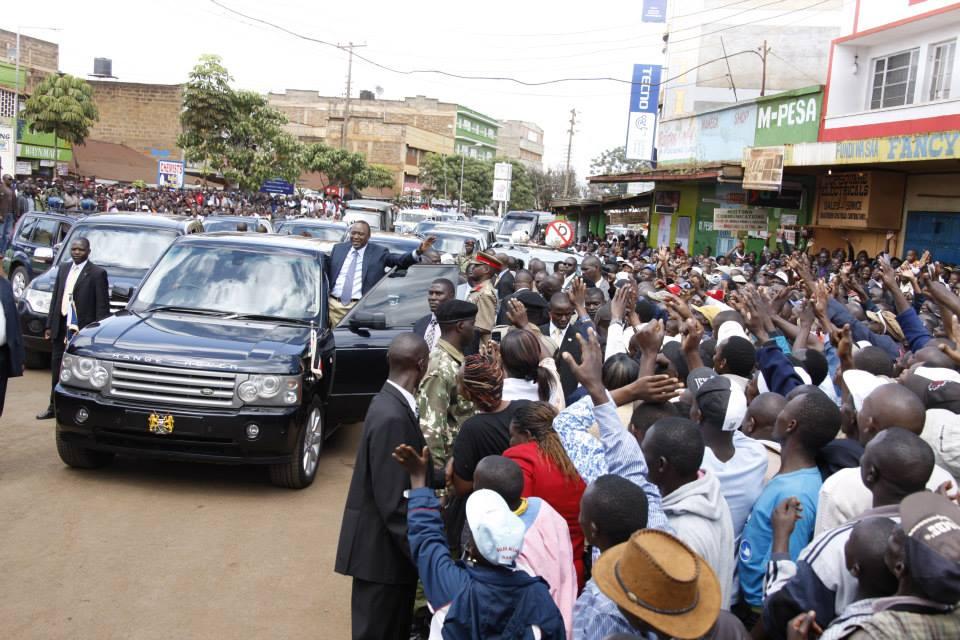 SHAME: President Uhuru Kenyatta Hangs On Presidential Motorcade Like A Tout !
