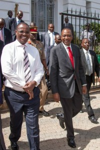 Gov Kidero escorting President Kenyatta after the city hall meeting. [photo/PSCU]