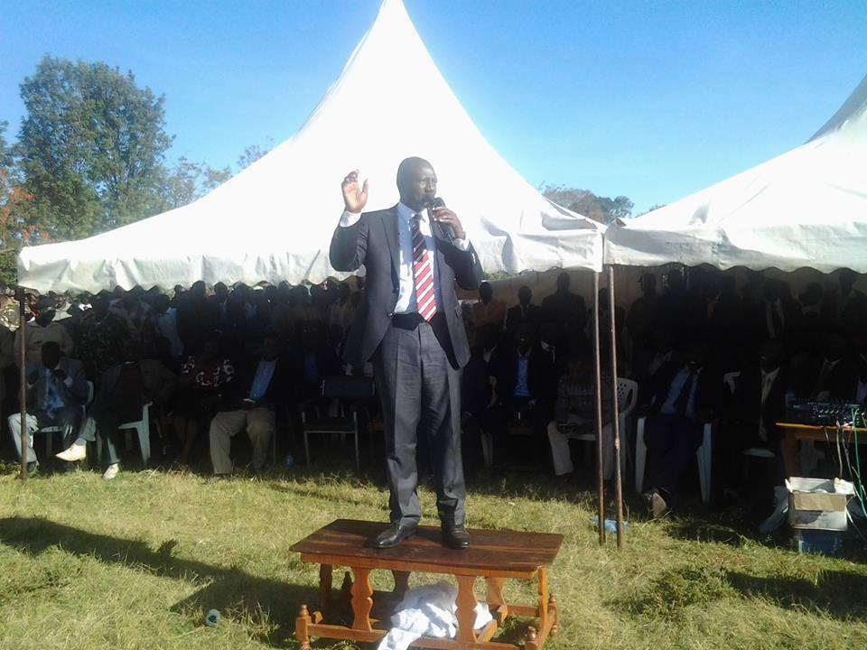 PHOTO of DP Ruto STANDING on a Table has Gone VIRAL!!!!!!