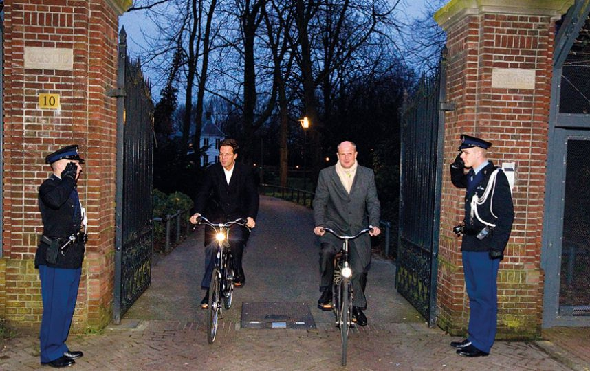 SHOCKING: Netherlands Prime Minister Uses BICYCLE to work in the Hague, no convoys, no chase car, zero, just a bicycle