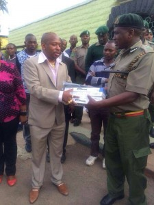 Sen. Sonko making a donation.