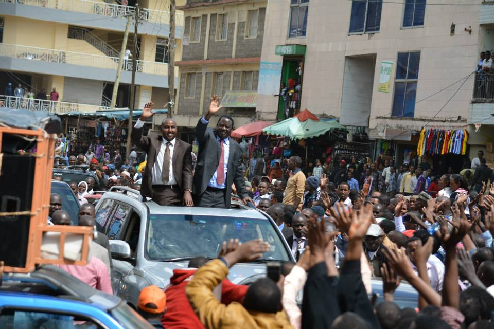 EMOTIONAL: Raila gets AROUSING Welcome in EASTLEIGH, warns Uhuru of a STORM if he ignores call for DIALOGUE