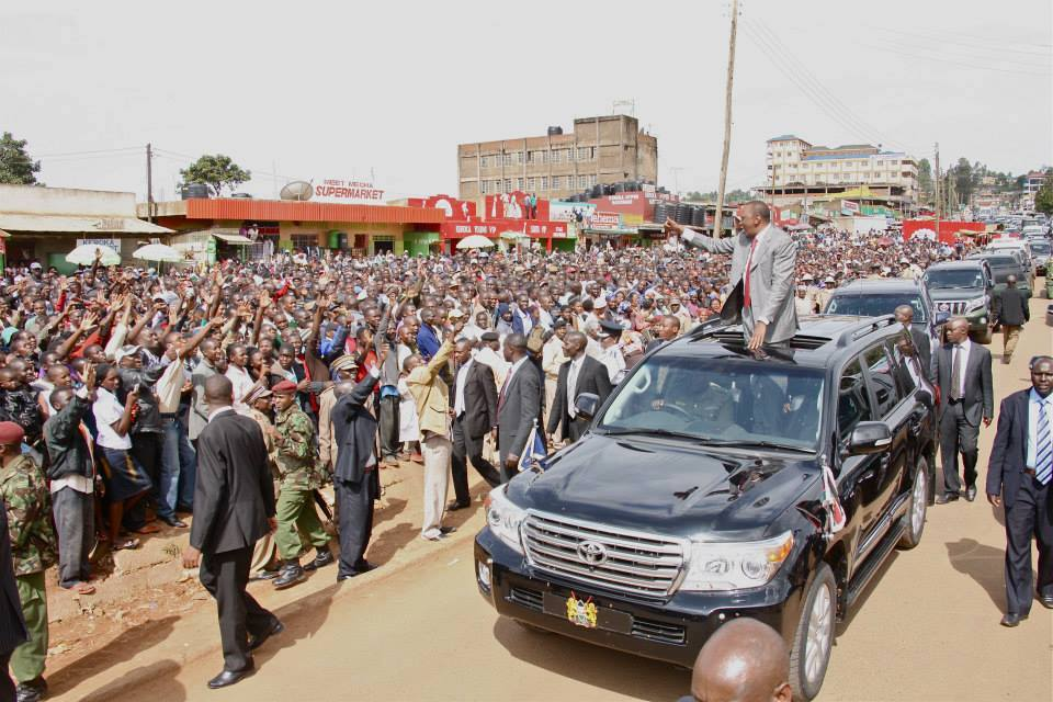 Kisii and Nyamira PUPILS  turned up in large numbers to Welcome President Uhuru
