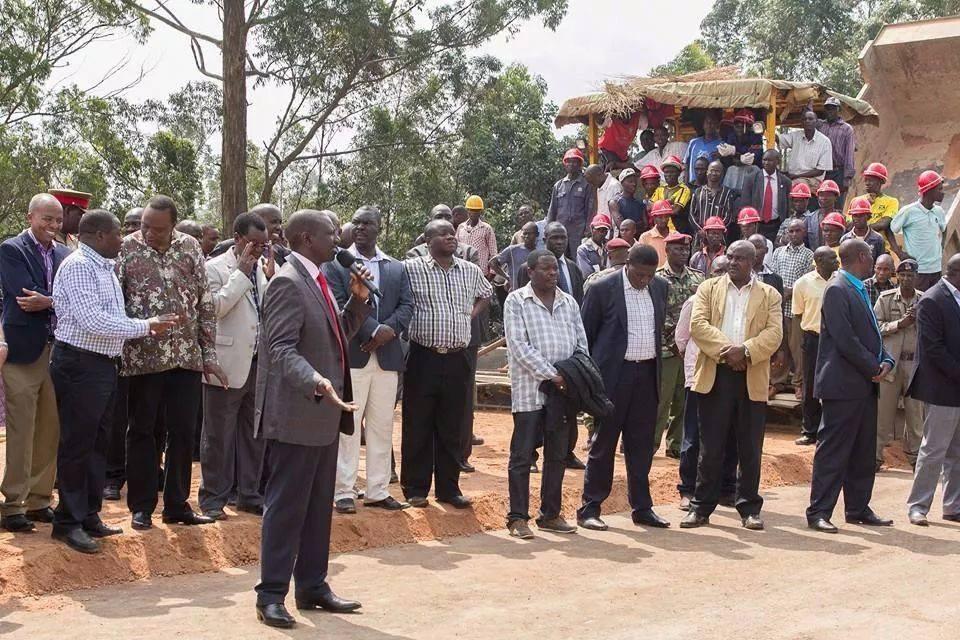 More EMBARRASING Photos from Uhuru's tour of LUYHA land- Kakamega