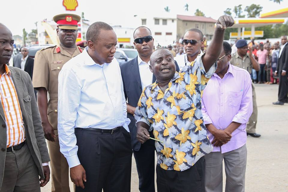 Uhuru TRAPPED in Changamwe, as locals told him REFERENDUM ni Lazima !!