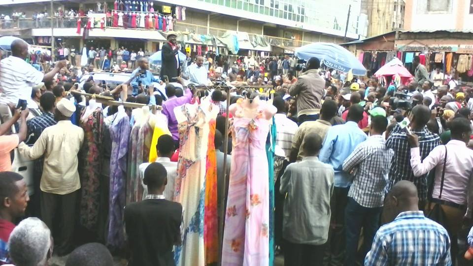 AMAZING reception for Raila Odinga as he arrives in Eastleigh for referendum SIGNATURE collection