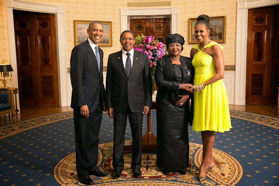 Nothing special with Obama Uhuru Photo, it is standard practice for hosting president to pose with guests