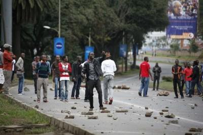 BREAKING: UNIVERSITY STUDENTS block city roads PROTESTING delayed HELB Loans disbursement