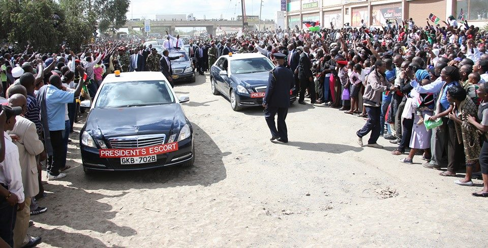 HUMILTY: President Uhuru LOST his cool and SLAPPED a Sycophant who held into his hand far too long !