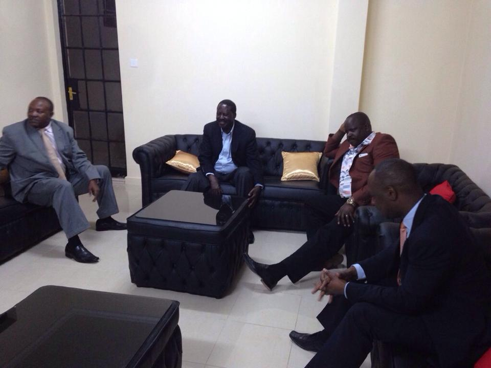 Raila visits Gov. Isaac Rutto to bereave the family