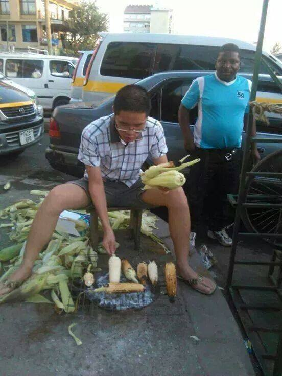 HERE is the JOBLESS Chinese man ROASTING maize in Nairobi streeets giving HAWKERS COMPE !
