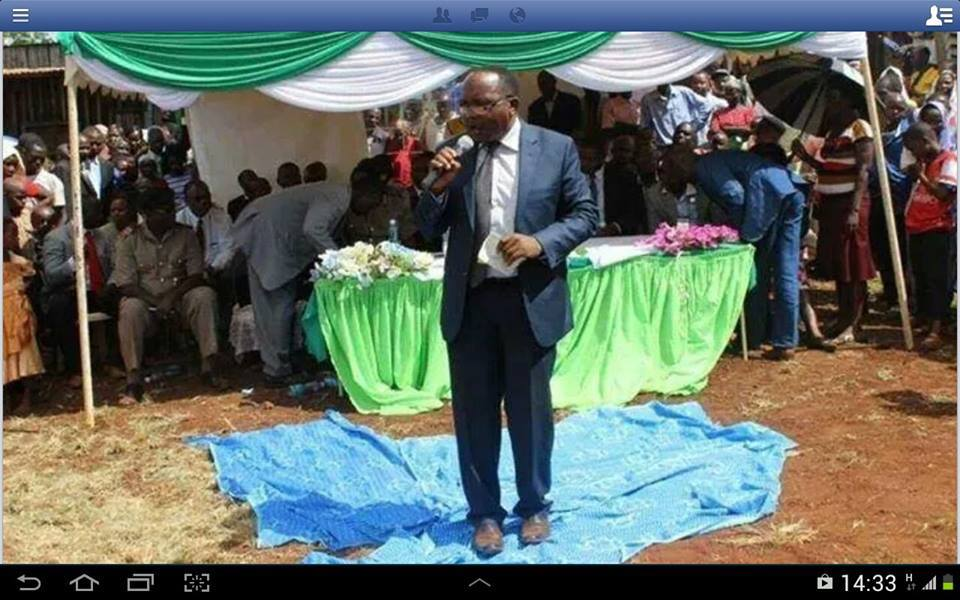 Corridors of Power: Introducing the CLUELESS Tharaka Nithi County Governor a top a BLUE Carpet !