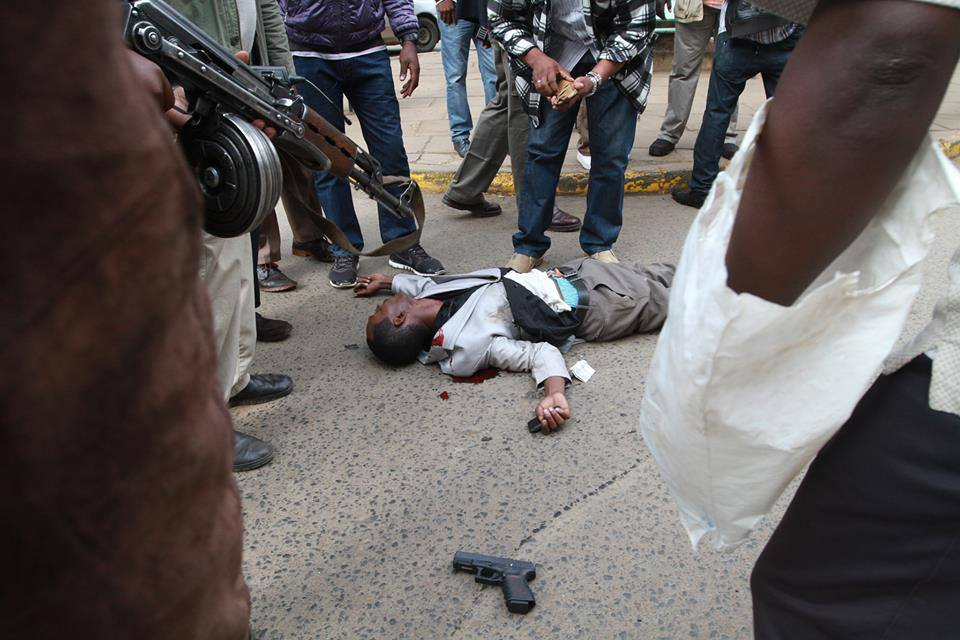EXTRA JUDICIAL: Police SHOT DEAD a suspected INJURED ROBBER to FINISH him off